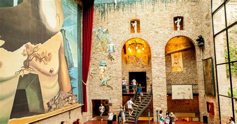 Girona, Figueres & Dalí Museum: Day Tour from Barcelona