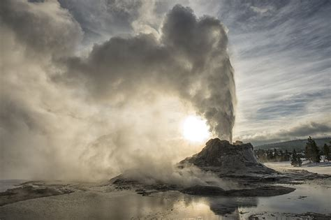 What if the Yellowstone supervolcano erupted?   HowStuffWorks